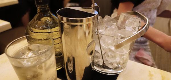 キャバクラの氷とお酒